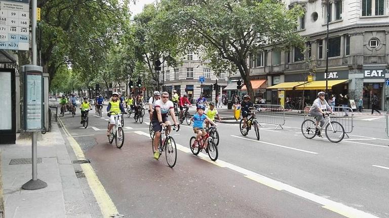 Londýn je plný cyklistů a město samo kola dokonce půjčuje