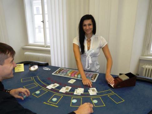 Školení adeptů pro práci krupiéra v kasinech